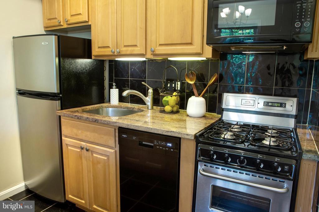 Kitchen Work Area Northeast - 726 6TH ST NE, WASHINGTON