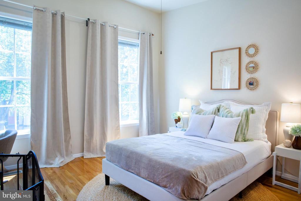 Front Bedroom Southeast - 726 6TH ST NE, WASHINGTON