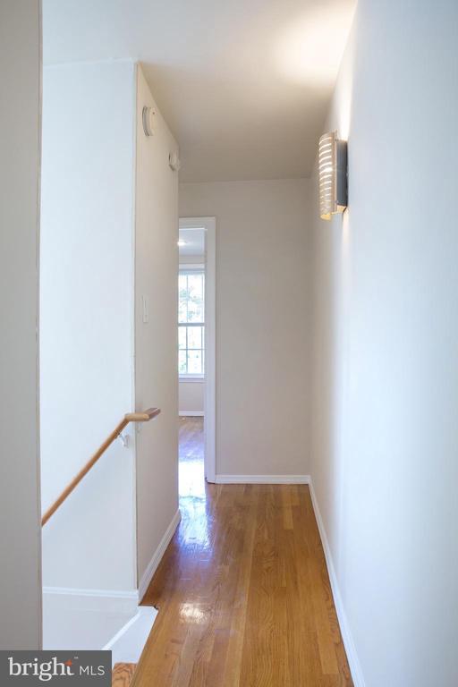 Upper Level Hall West - 726 6TH ST NE, WASHINGTON