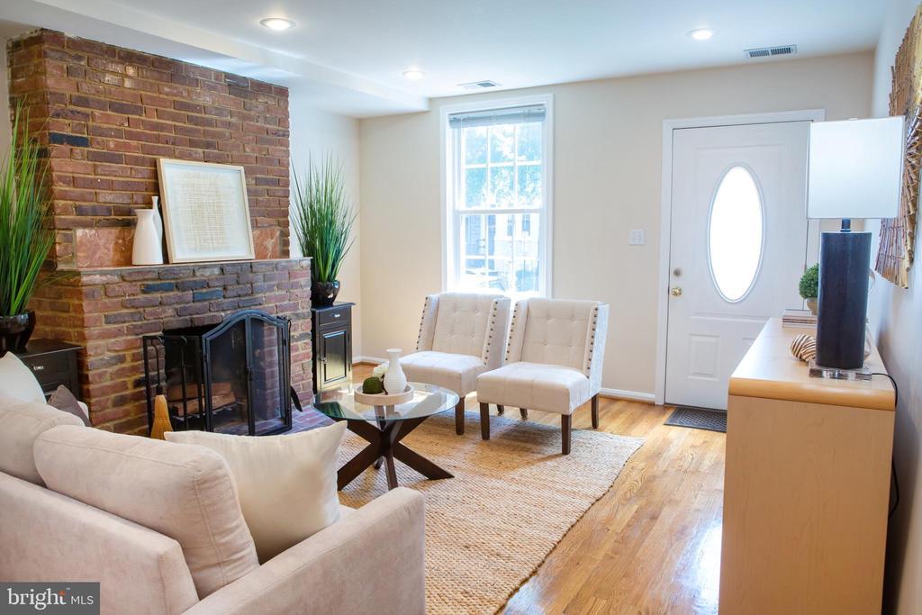 Living Room Northeast - 726 6TH ST NE, WASHINGTON