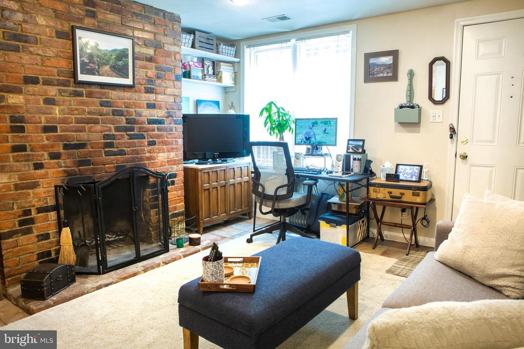 Lower Unit Living Room Northeast - 726 6TH ST NE, WASHINGTON