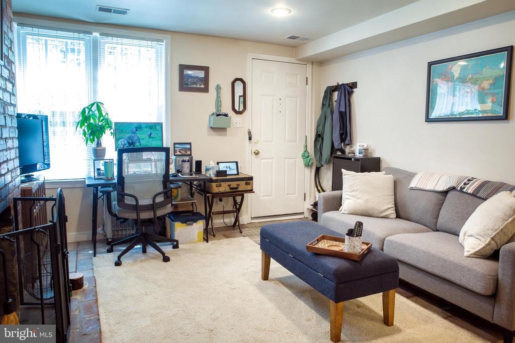 Lower Unit Living Room Southeast - 726 6TH ST NE, WASHINGTON