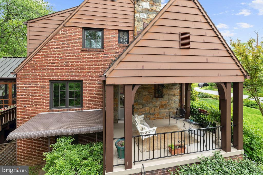 Covered Side Porch - 9510 THORNHILL RD, SILVER SPRING