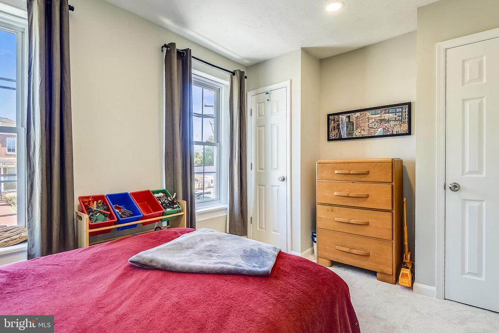 Front Bedroom  offers two closets - 432 W SOUTH ST, FREDERICK