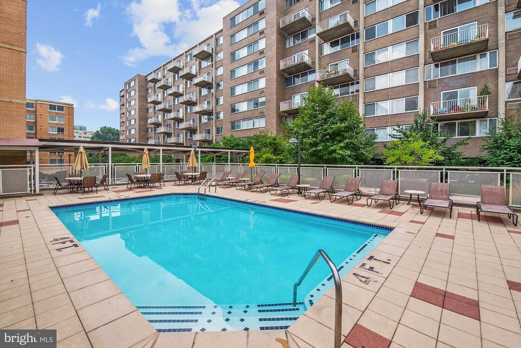 Outdoor Swimming Pool - 800 4TH ST SW #S210, WASHINGTON