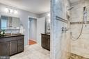 Walk in shower - 3619 ELDERBERRY PL, FAIRFAX