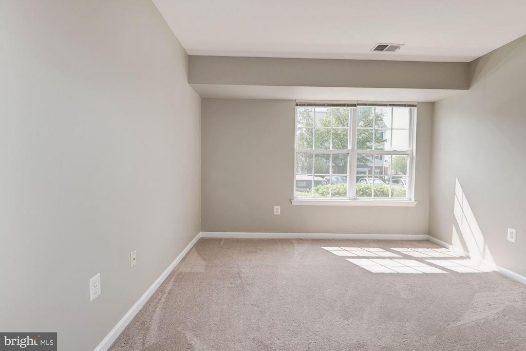 2nd bedroom with lots of light - 631 CONSTELLATION SQ SE #A, LEESBURG