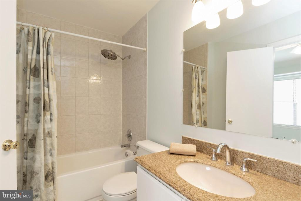 Bathroom connecting with the mstb. - 213 SAINT JOHNS SQ, STERLING