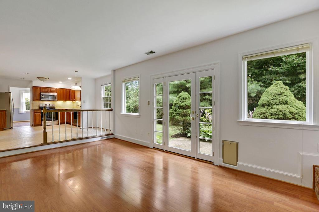 Family Room with access to patio - 5038 DEQUINCEY DR, FAIRFAX