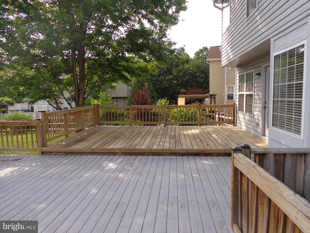 Rear Deck with Entrance to Family Room - 103 ENGLISH CT SW, LEESBURG