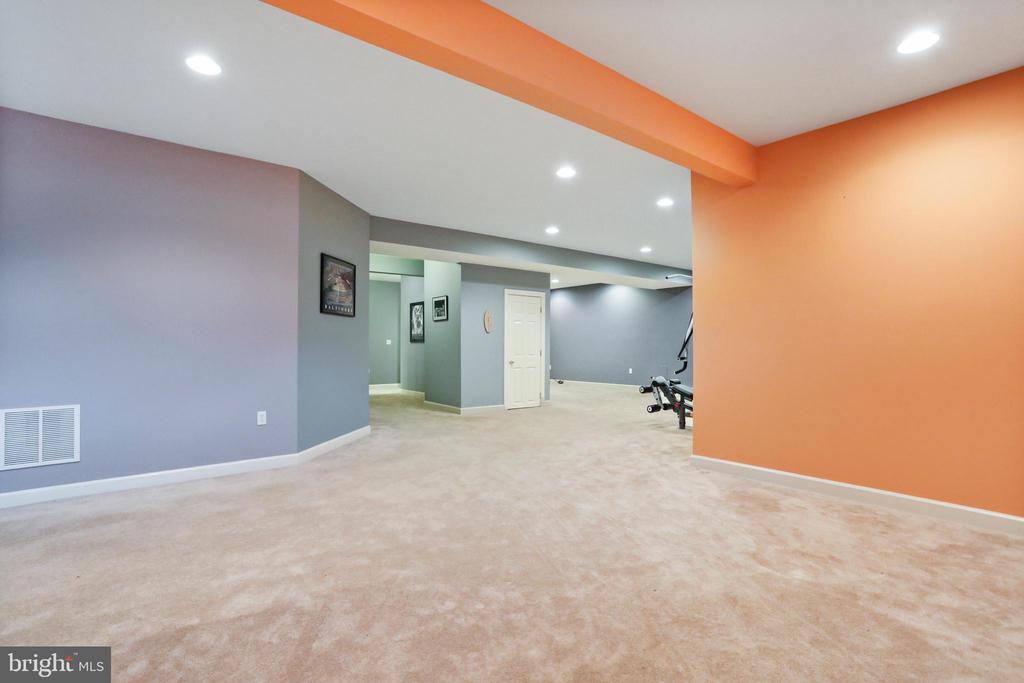 Basement Rec Room - 2 ROD CIR, MIDDLETOWN