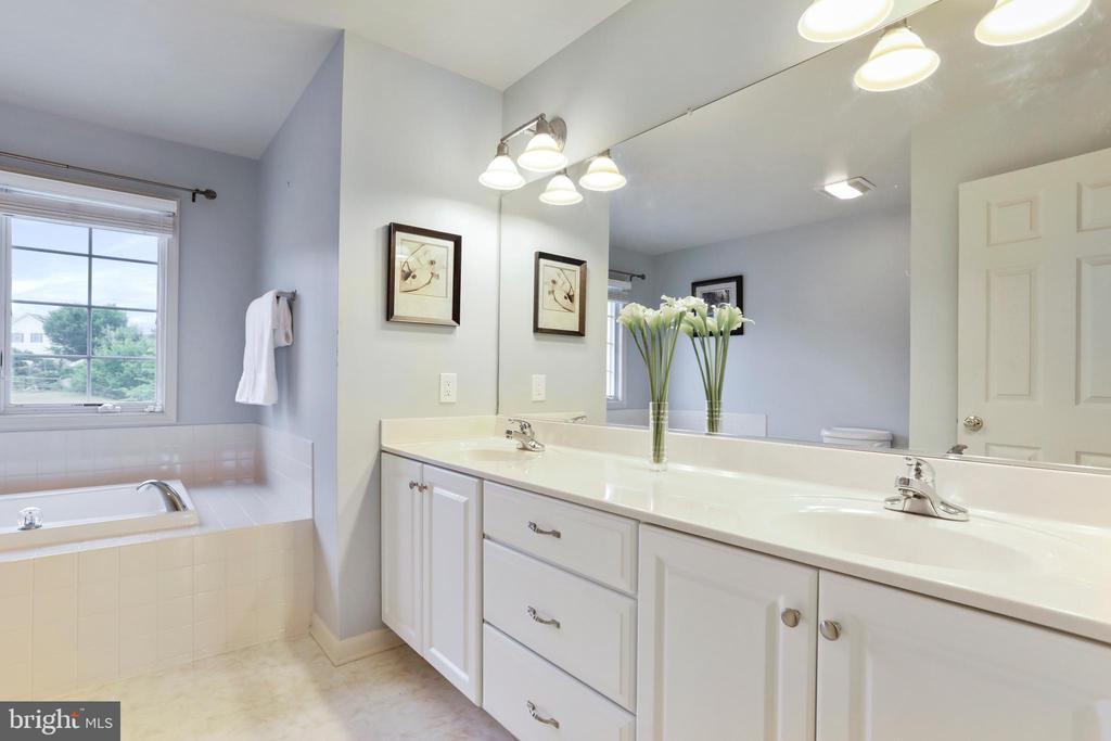 Master Bathroom - 2 ROD CIR, MIDDLETOWN