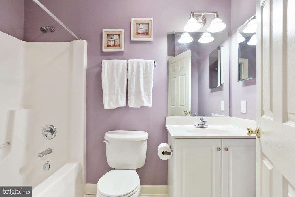 Full Bathroom - 2 ROD CIR, MIDDLETOWN