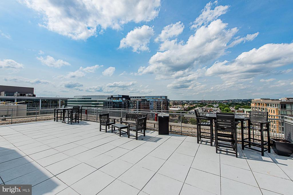 Lots of seating for guests - 555 MASSACHUSETTS AVE NW #202, WASHINGTON