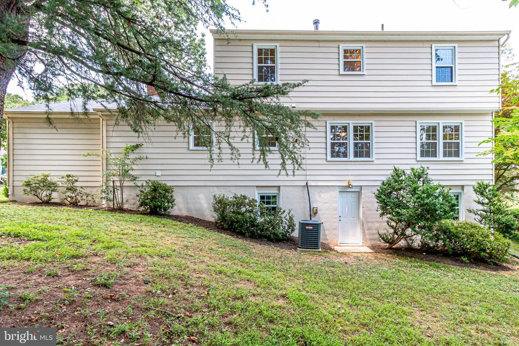 Plenty of Room to add a Deck! - 4915 KING SOLOMON DR, ANNANDALE