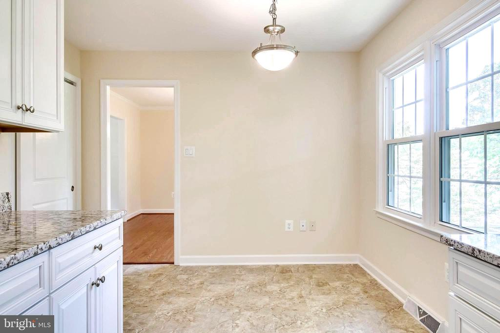 Kitchen - Large Eat-in Space to the Right - 4915 KING SOLOMON DR, ANNANDALE