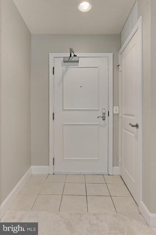 Tiled Entry - 3650 S GLEBE RD #238, ARLINGTON