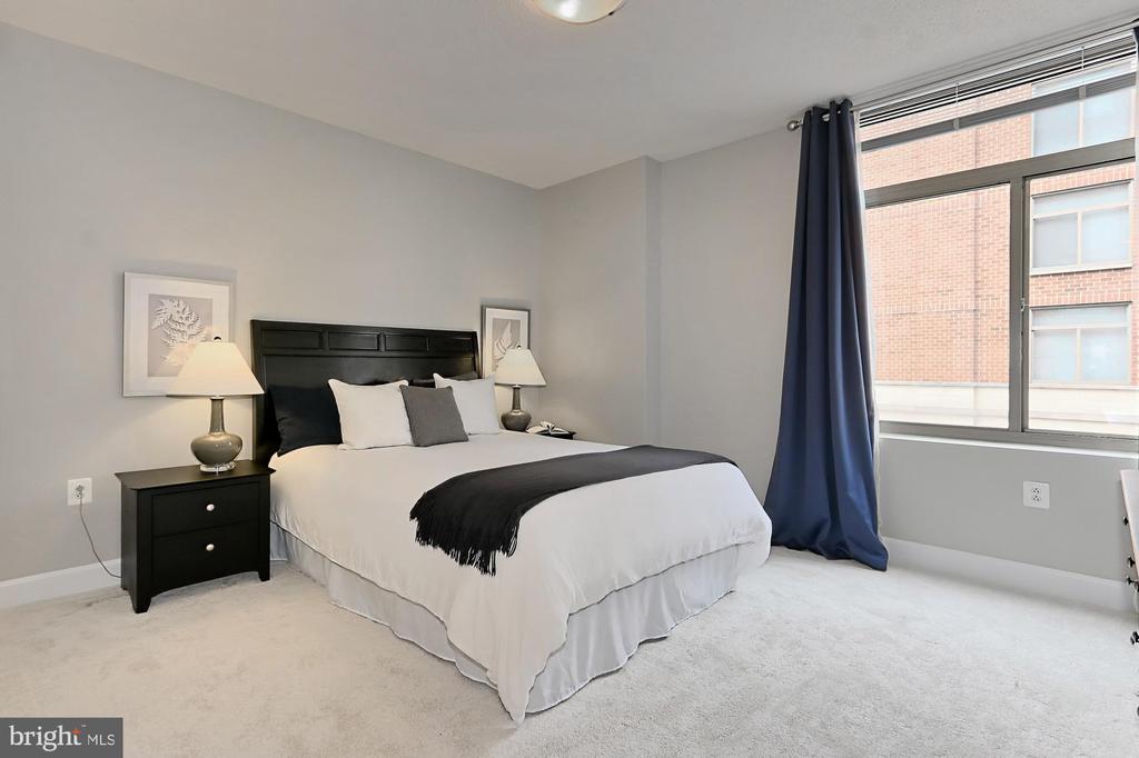 Roomy master bedroom - 3650 S GLEBE RD #238, ARLINGTON