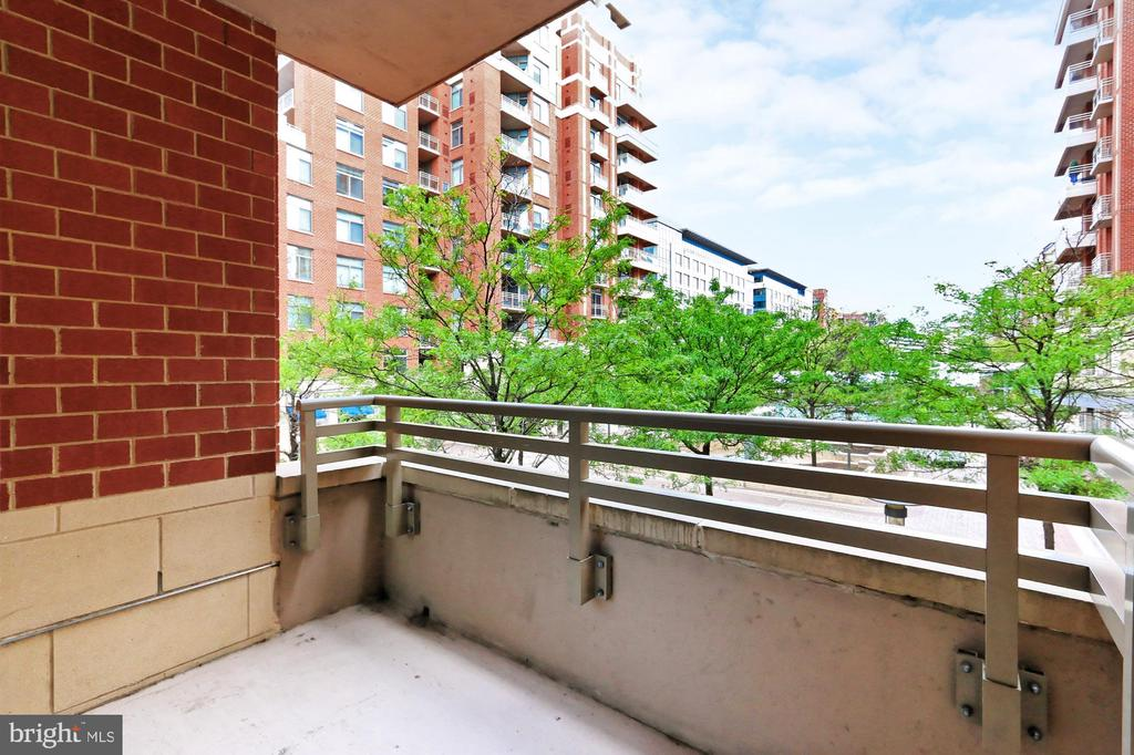 Courtyard view from balcony - 3650 S GLEBE RD #238, ARLINGTON