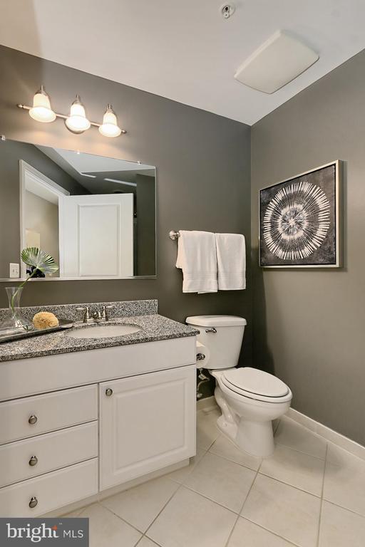 Hall full bath - 3650 S GLEBE RD #238, ARLINGTON