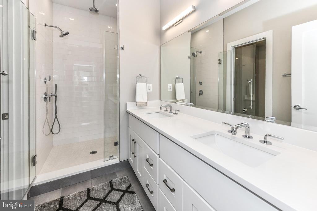 Master bathroom with Rain shower - 603 SLADE CT, ALEXANDRIA