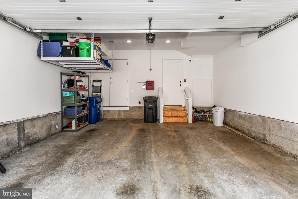 Additional storage space in garage - 603 SLADE CT, ALEXANDRIA