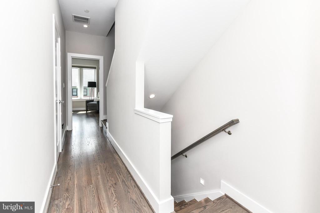 Magnificent wood floors throughout - 603 SLADE CT, ALEXANDRIA