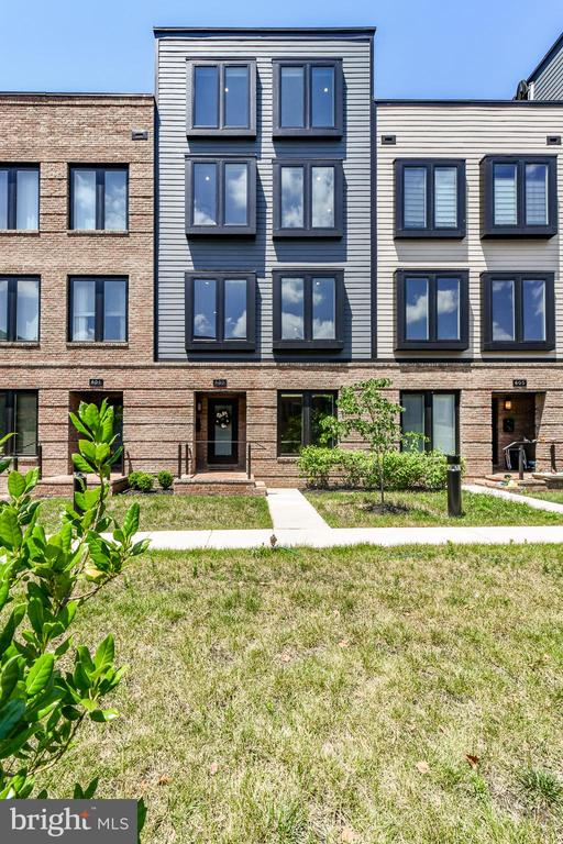 Lovely green space - 603 SLADE CT, ALEXANDRIA