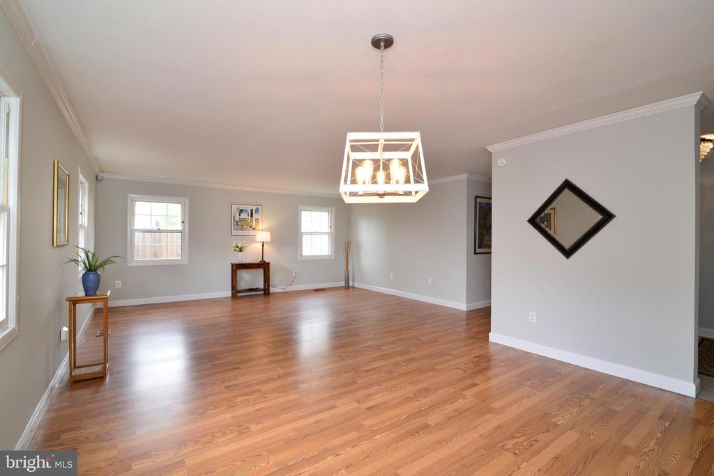 Living room and dining room - 4224 MAYLOCK LN, FAIRFAX