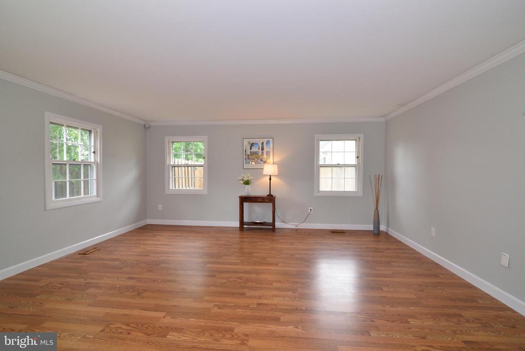 Living room - 4224 MAYLOCK LN, FAIRFAX