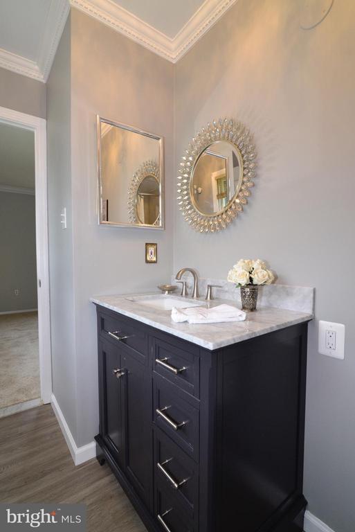 Owner's bath - 4224 MAYLOCK LN, FAIRFAX