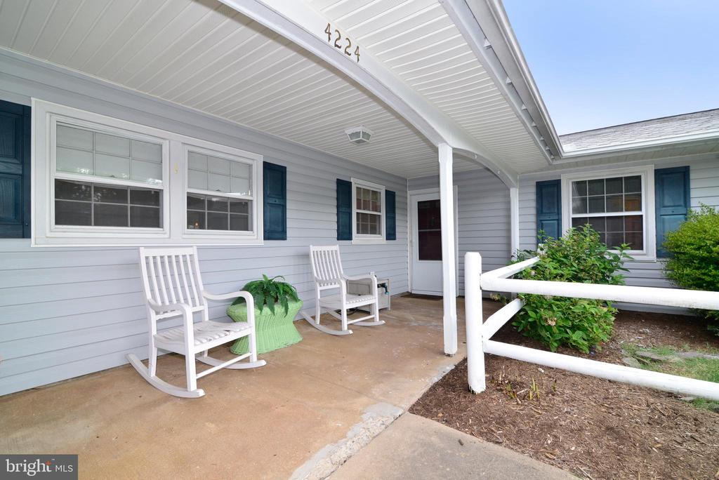 Front porch - 4224 MAYLOCK LN, FAIRFAX