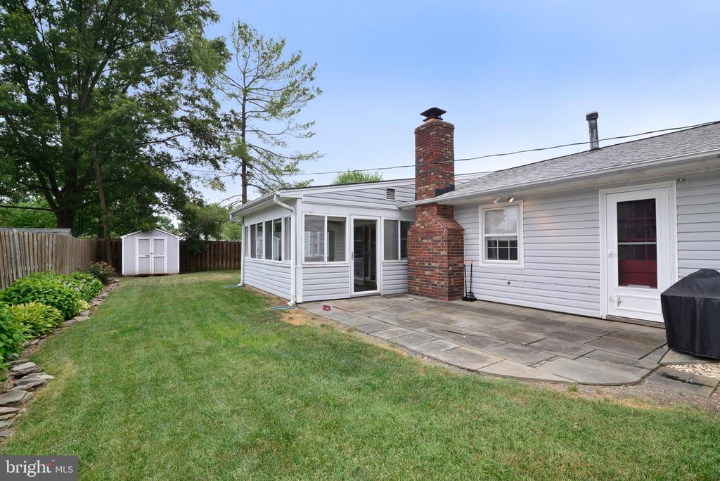 Back yard patio - 4224 MAYLOCK LN, FAIRFAX