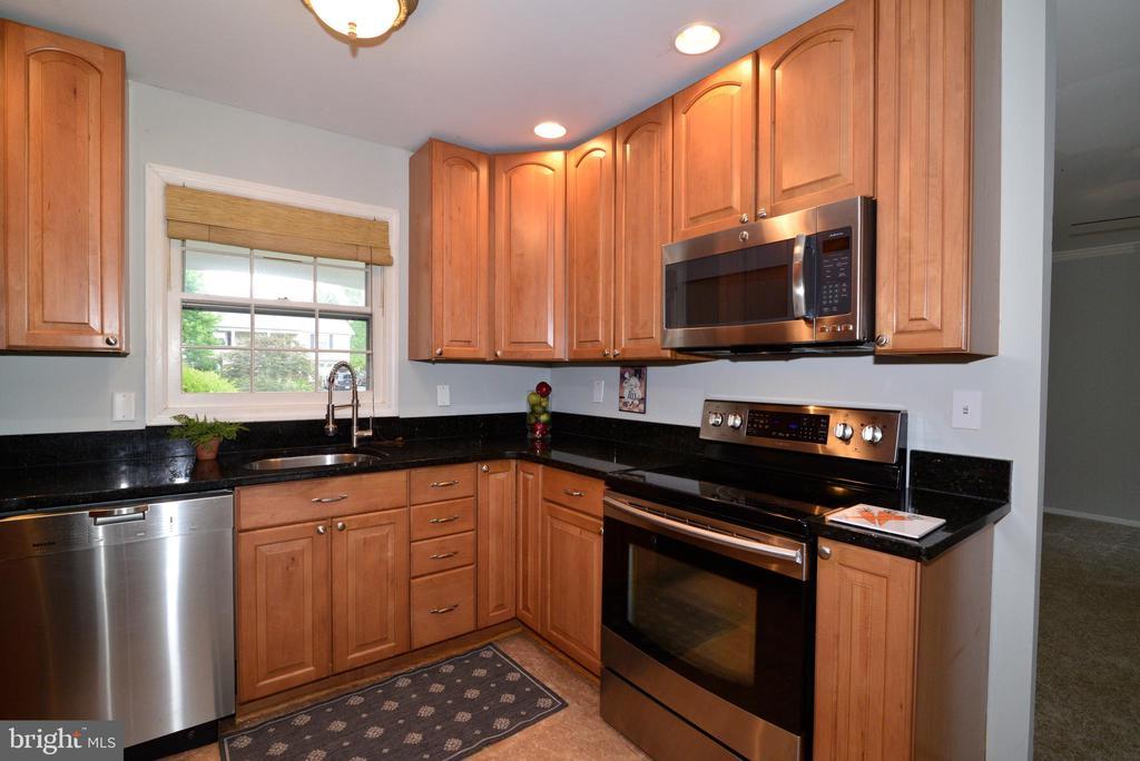 Kitchen - 4224 MAYLOCK LN, FAIRFAX