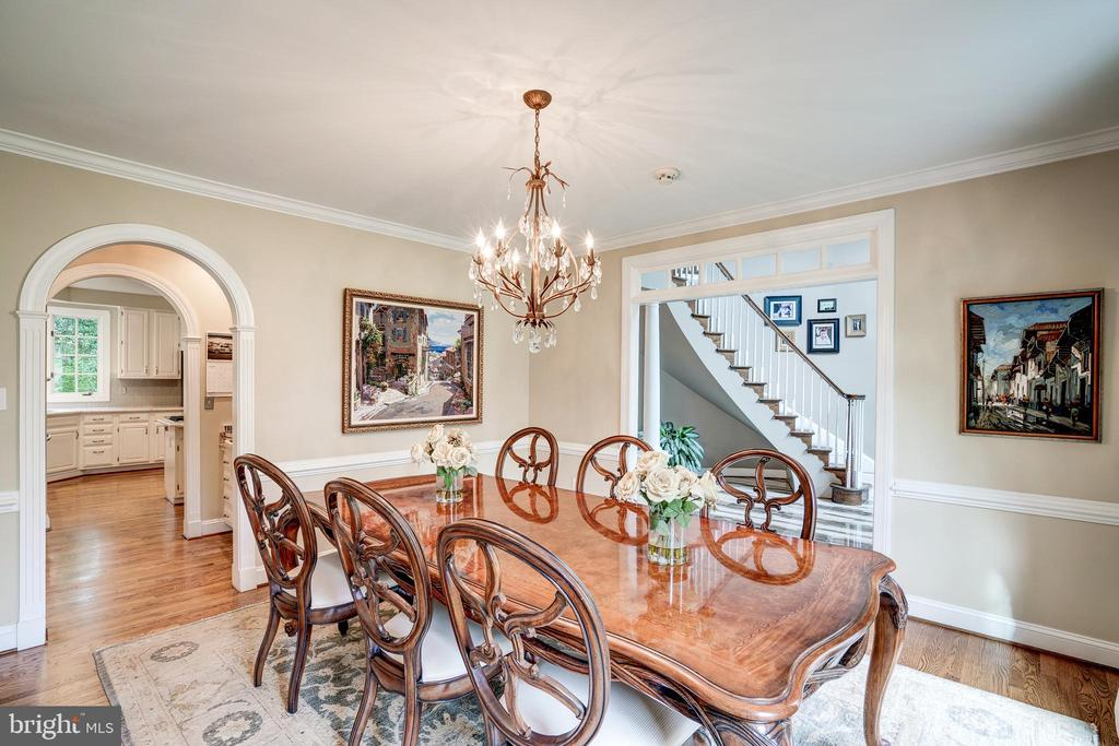 Lovely dining room - 9318 LUDGATE DR, ALEXANDRIA