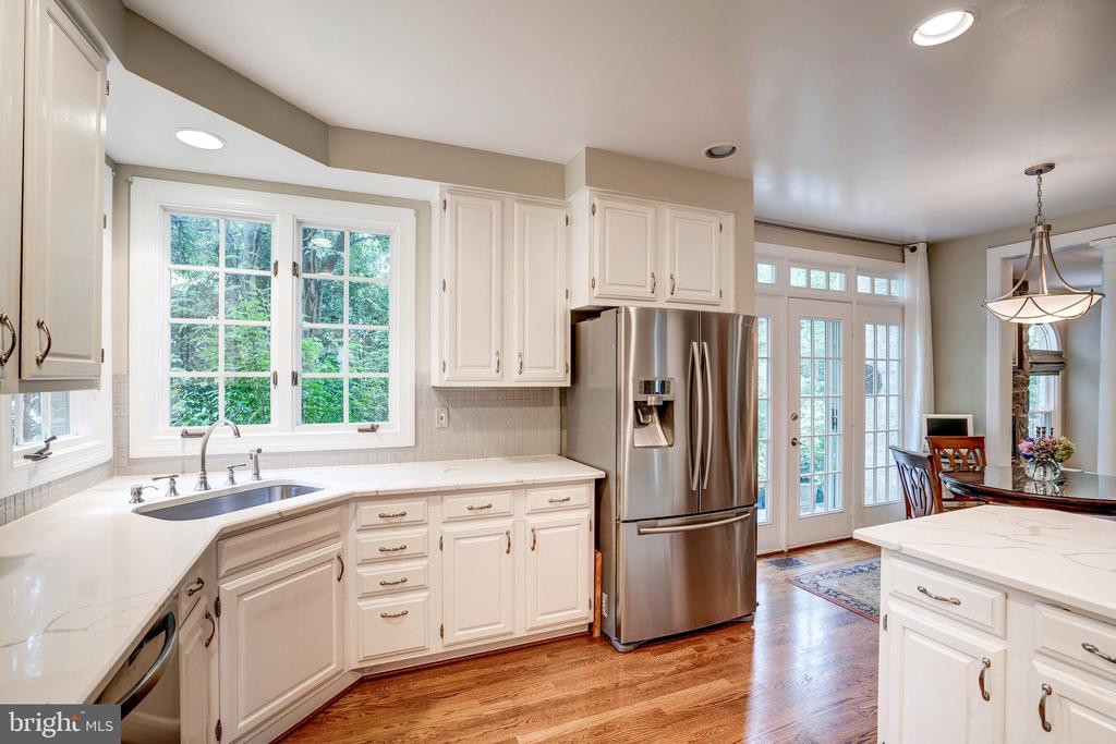 All stainless appliances - 9318 LUDGATE DR, ALEXANDRIA