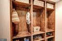 Stay organized - 9318 LUDGATE DR, ALEXANDRIA