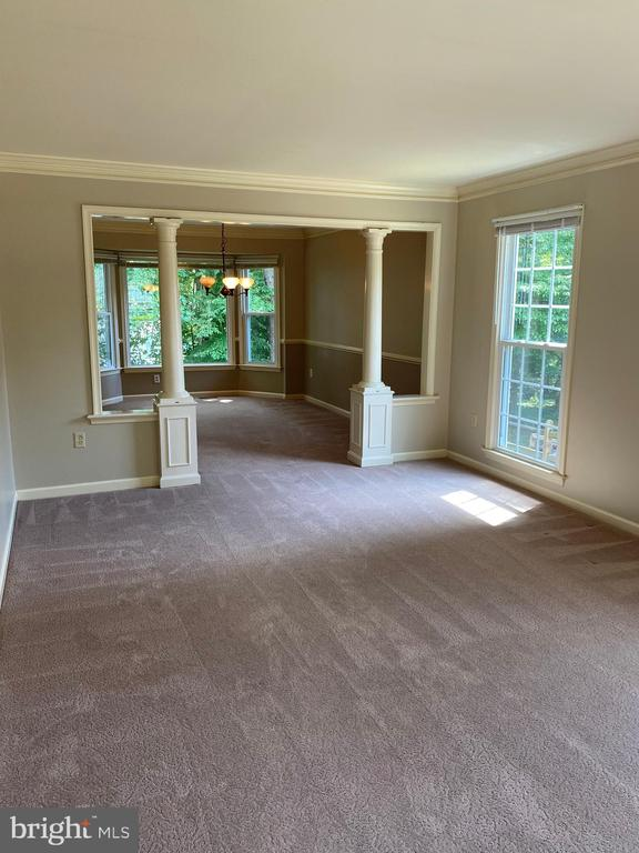 Large Living rm with sep dining room w/bay window! - 15138 HOLLEYSIDE DR, DUMFRIES