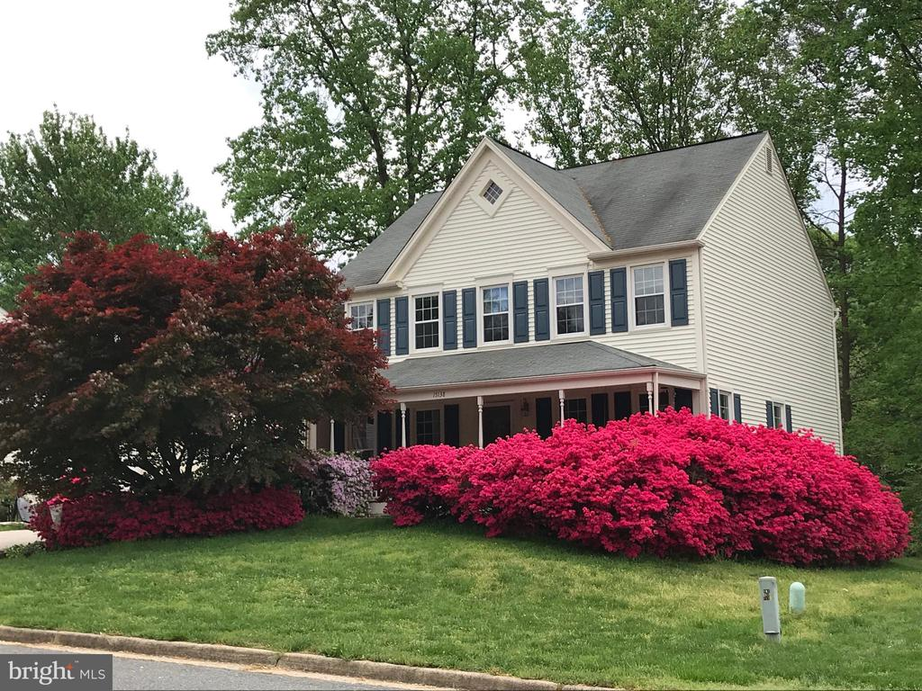 Beautiful 4 BDRM 2.5 BA Home with Front Porch! - 15138 HOLLEYSIDE DR, DUMFRIES