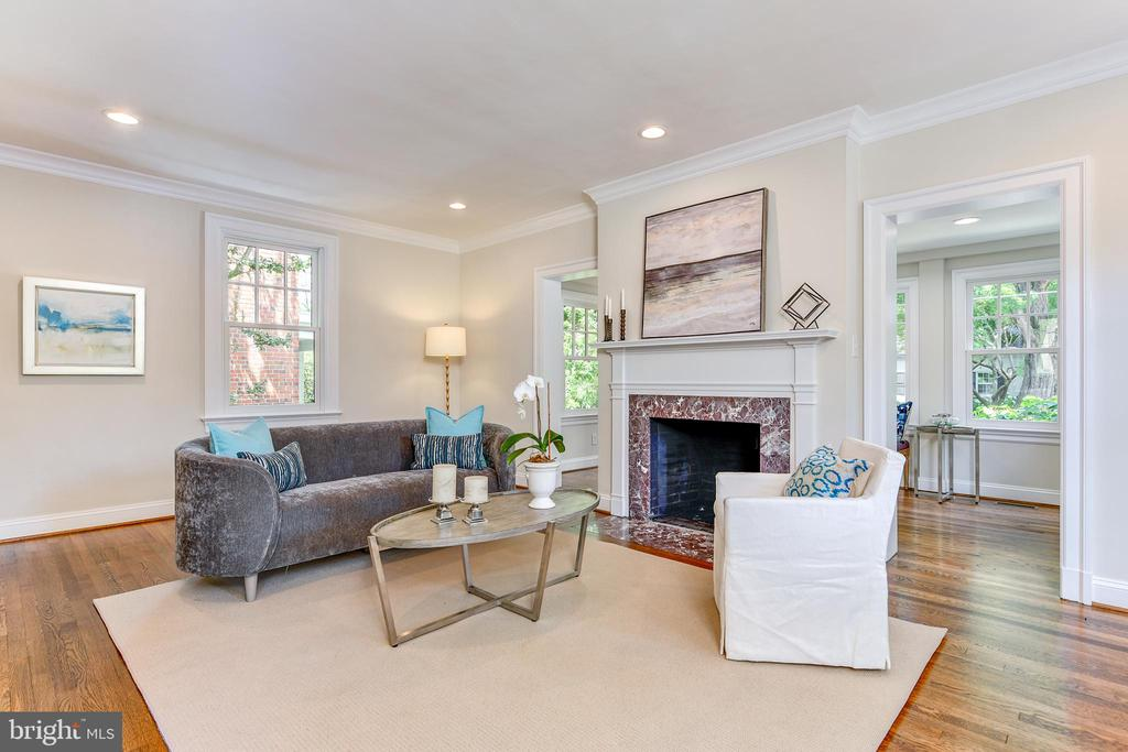 Large living space , red oak  floors through out - 4401 GARRISON ST NW, WASHINGTON