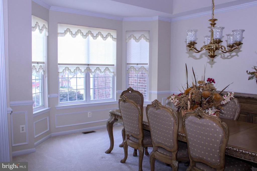 formal diing room with bump out bay - 3220 LACROSSE CT, DUNKIRK