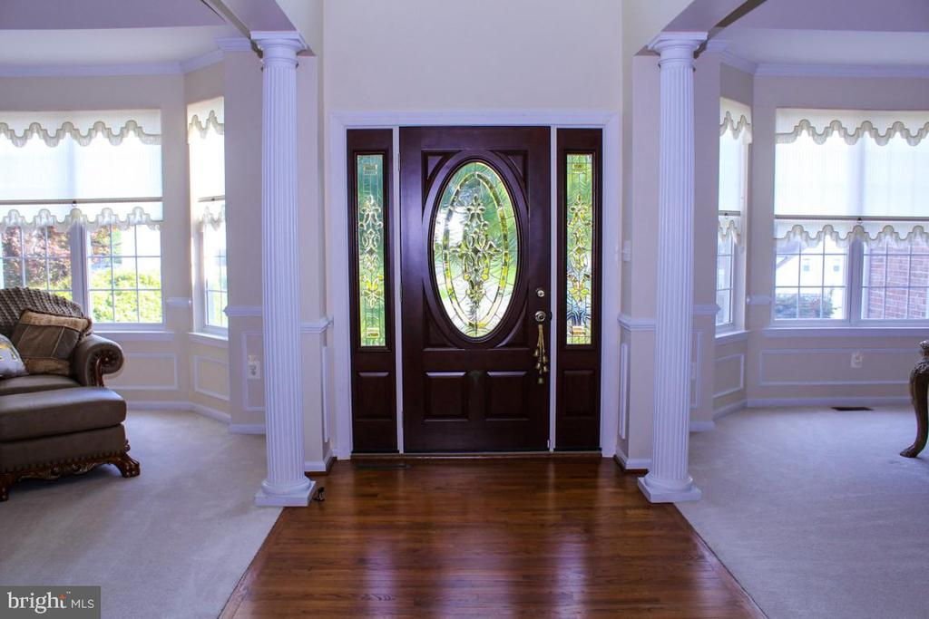 classic entry foyer - 3220 LACROSSE CT, DUNKIRK