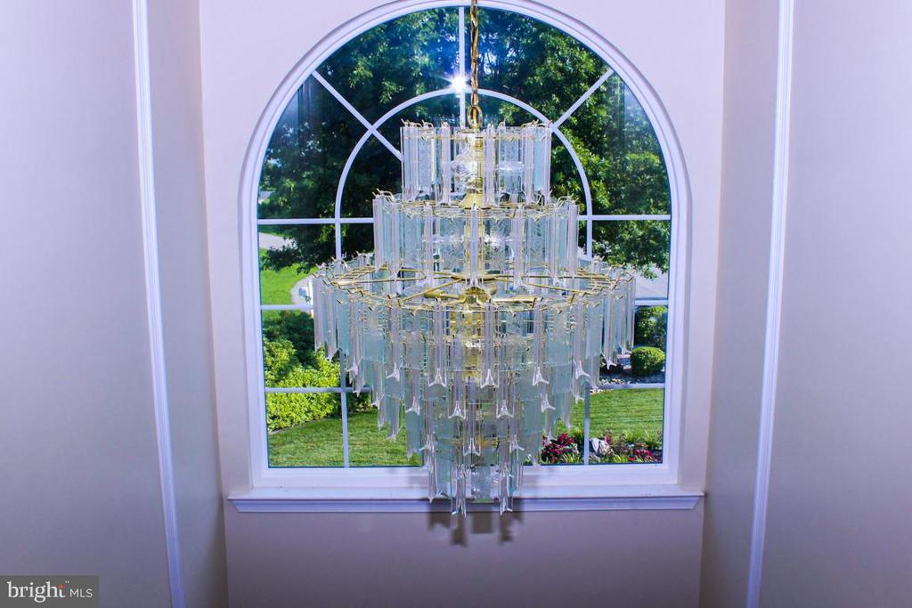 stunning light fixture overlooking foyer - 3220 LACROSSE CT, DUNKIRK