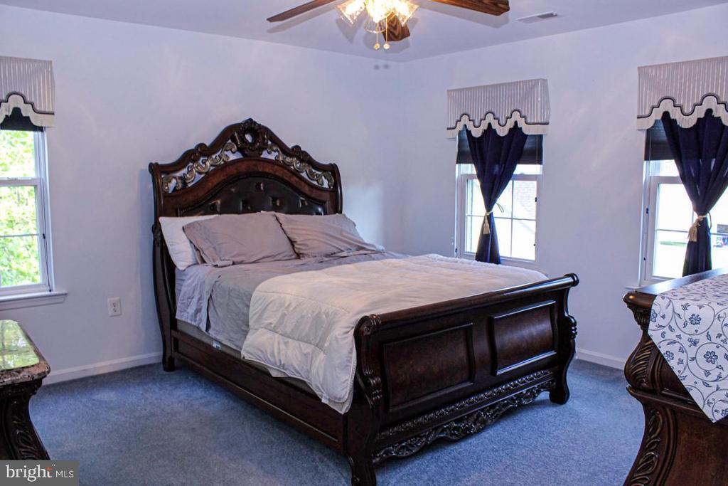 upper level bedroom - 3220 LACROSSE CT, DUNKIRK