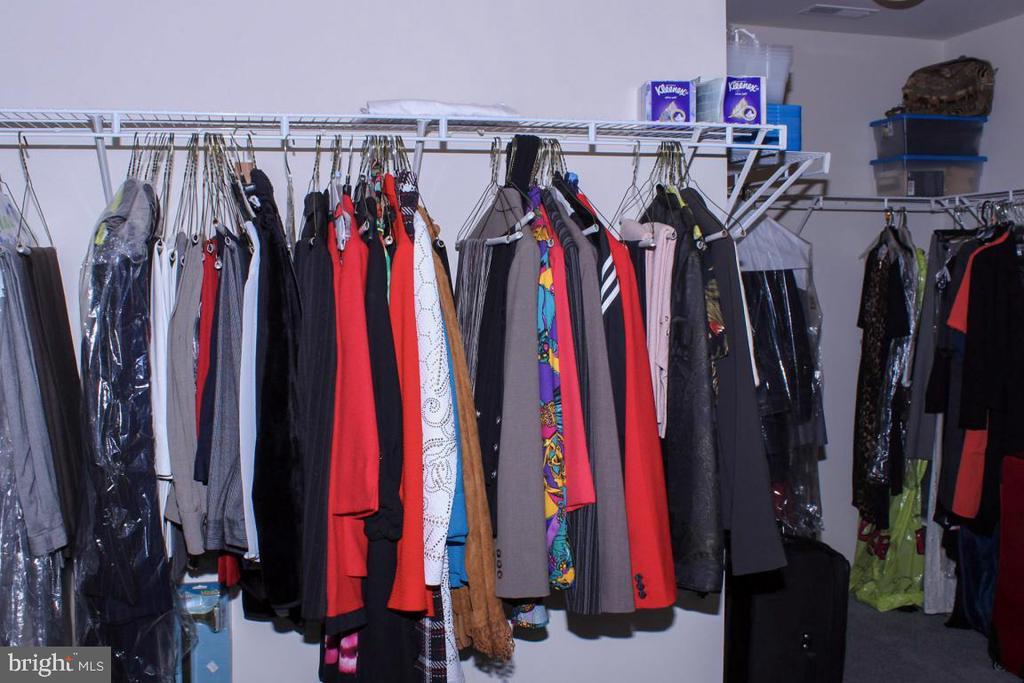 massive owners closet - 3220 LACROSSE CT, DUNKIRK