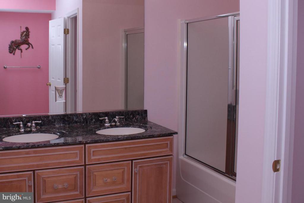 lower level full bath - 3220 LACROSSE CT, DUNKIRK