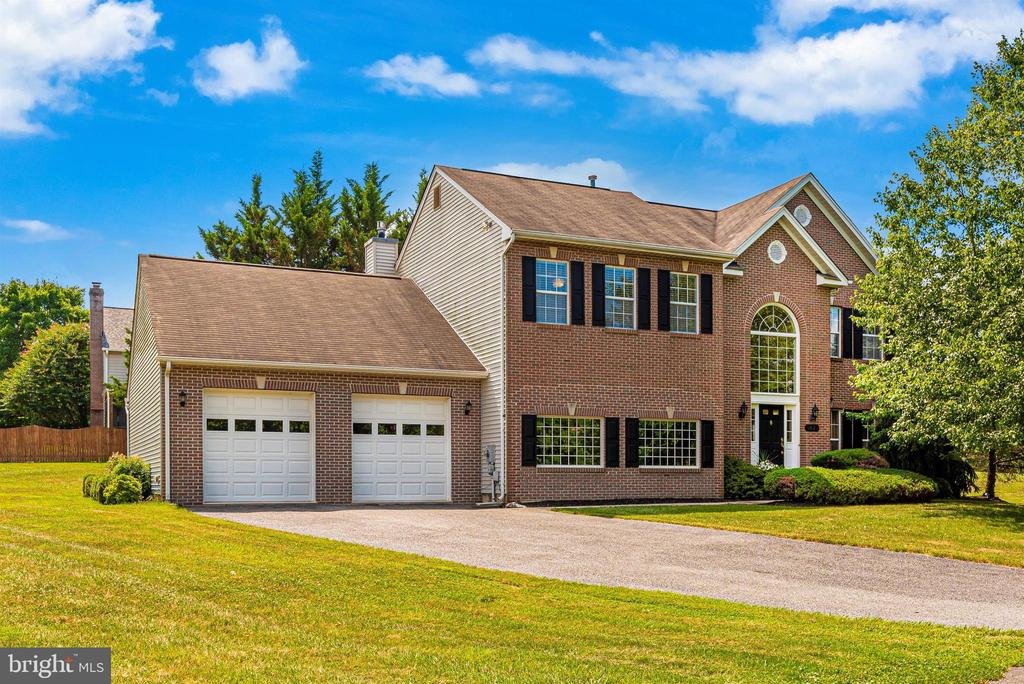 Stunning brick front home in River Oaks. - 5835 RIVER OAKS CT, FREDERICK