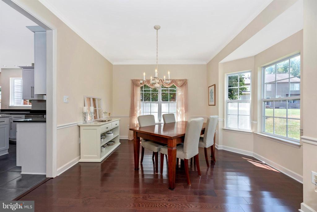 Sun-filled formal dining room. - 5835 RIVER OAKS CT, FREDERICK