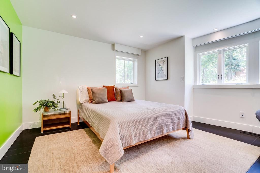 Third bedroom with private bath - 3004 CUNNINGHAM DR, ALEXANDRIA