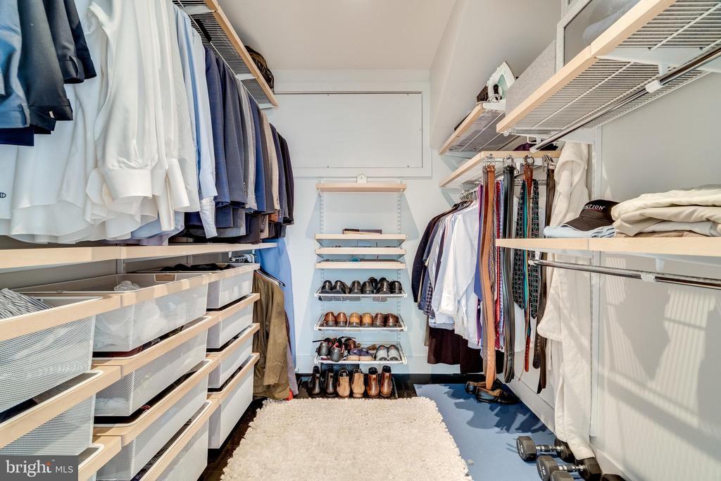 Master walk in closet - 3004 CUNNINGHAM DR, ALEXANDRIA